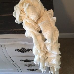 Gorgeous cream scarf